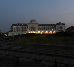 Abendlicher Blick aufs Hotel von der Aussichtsdüne Strandhotel Kurhaus Juist
