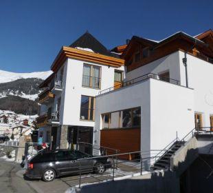 Blick auf Haus und Skigebiet Hotel Lukas