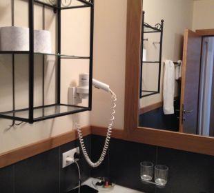 Badezimmer mit Doppellavabo Hotel Castel