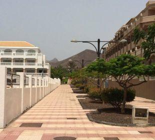Der Weg vom Strand zum Hotel Marylanza Suites & Spa