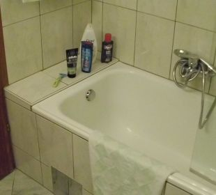 Die Badewanne im Komfortzimmer 202 Hotel Trattlerhof