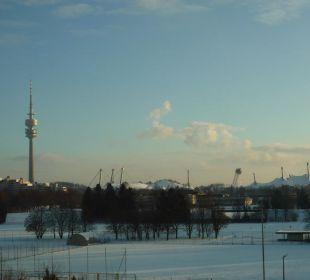 Blick auf den Olympiaturm München vom Hotelzimmer Leonardo Royal Hotel Munich