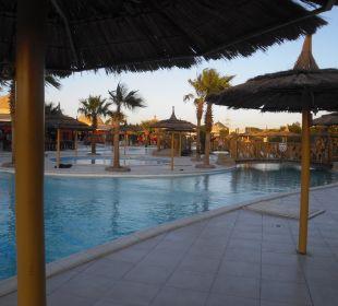 Sonnenaufgang am Pool Jungle Aqua Park