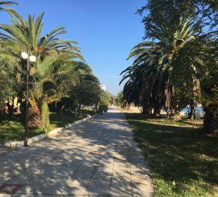 Weg vor dem Hotel Hotel Possidona Beach