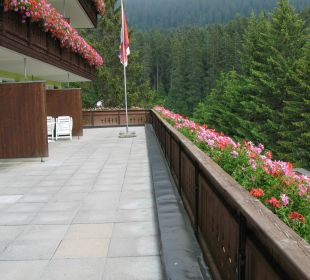 Grosser Balkon auch abgeckt (Schatten! haben wir g Hotel Waldhaus am See