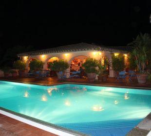 Abendstimmung am Pool Hotel Residence Fenicia
