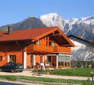 Unser Haus mit Blick auf den Hohen Göll Ferienwohnung Haus Rosenrot