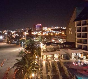 Pool und Hotel bei Nacht Hotel Dunas Don Gregory