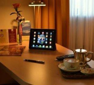 Schreibtisch Gästezimmer City Hotel Ost am Kö Augsburg