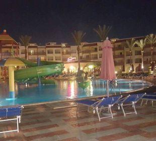 Kinderpool bei Nacht Dana Beach Resort