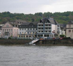 Widok na hotel ze statku na Renie Hotel Rheinlust