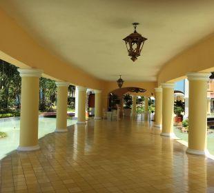 Fluor zu den Restaurants IBEROSTAR Hotel Hacienda Dominicus