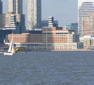 Das Hotel vom Hudson aus gesehen Hotel Hyatt Regency Jersey City On The Hudson