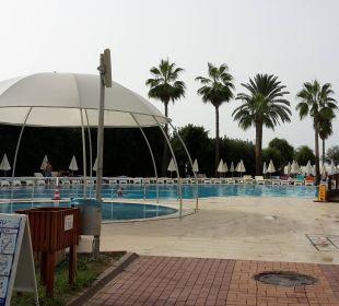 Kinderpool vorn links Hotel Club Kastalia
