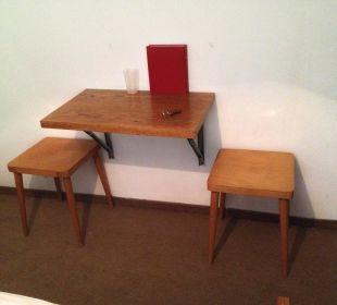 Tisch und Stühle im Zimmer Hotel Alpenhof