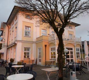 Restaurantgebäude im Sonnenaufgang Hotel Luitpold am See 1&2