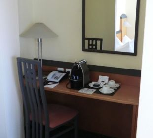 Kaffeeautomat, toller Service. Victor's Residenz Hotel Berlin Tegel