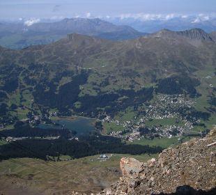 Blick vom Parpaner Rothorn zum Heidsee Sunstar Alpine Hotel Lenzerheide