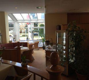 Cafe mit Blick zur Straße Seehotel Großherzog von Mecklenburg
