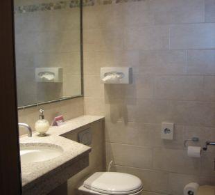 Bad mit Badewanne Sunstar Boutique Hotel Beau-Site Saas-Fee