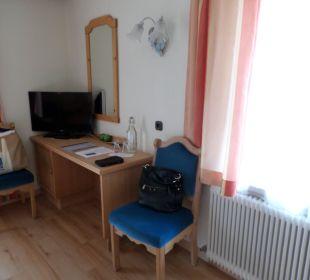 TV und Schreibtisch Hotel Katschberghof