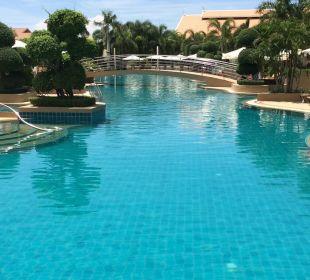 Toller Pool Thai Garden Resort