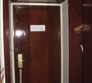Eingangstür Clarks Shiraz Hotel