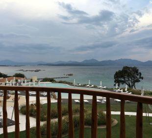 Blick vom Balkon CalaCuncheddi Resort & Marina