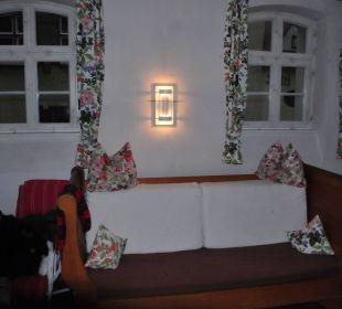 Sofa und Fernseher Flair Hotel Weisses Roß