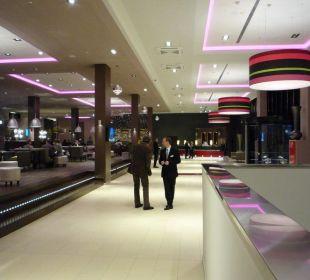 Eingangsbereich und Lobby Leo 90 Leonardo Royal Hotel Munich