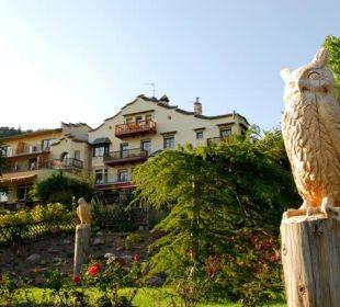 Blick aufs Haus vom Lustwandelgarten Silence & Schlosshotel Mirabell