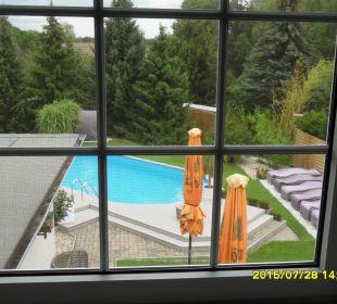 Blick zum Pool Hotel-Pension Keller