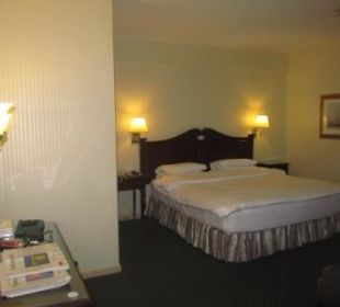 Schlafzimmer mit bequemem Bett Ramada Hotel & Suites Al Khobar