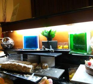 Alte Sperrholzkisten, Fliesen, Glasbausteine lti Grand Hotel Glyfada
