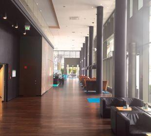 Schöne Lobby Motel One Dresden am Zwinger