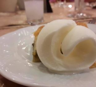 Eis im osmanischen Restaurant Adalya Art Side/Artside