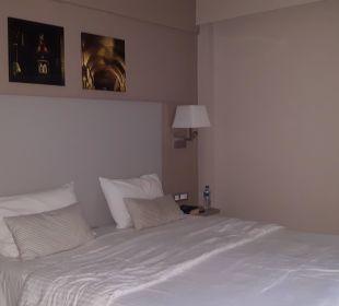 Unser tolles Bett im Studio Hotel Acharavi Beach