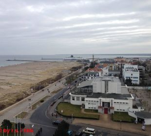 Blick vom Balkon zum Leuchtturm + Teepott Hotel Neptun
