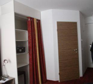 Schrank mit Vorhang Senator Hotel