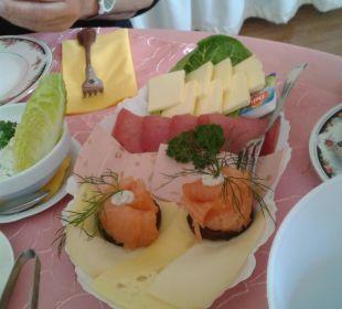 Frühstück mit Lachs und Sekt Gästehaus Linde