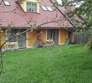 """Unser """"Appartement-Haus"""", Wiese, Sträucher, Bäume... Gasthaus Kramerwirt"""