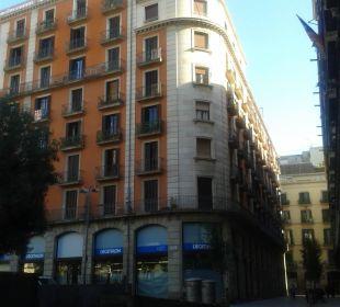 Ansicht von der Seitenstraße NH Barcelona Centro