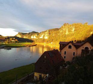 Blick auf das elbtal mit den basteifelsen Hotel Elbschlösschen