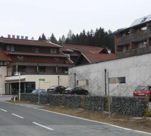 An sehr ruhige Ortsstraße gelegen Alpen Adria Hotel & Spa
