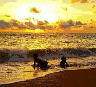 Strand ist 100 Meter entfernt, es lohnt sich. Khao Lak Riverside Resort & Spa