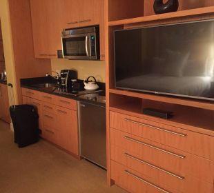 TV und kleine Küche. Hotel Trump International