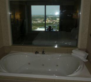 Bad mit Durchblick auf die Fälle Hotel Hilton Niagara Falls / Fallsview
