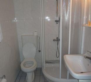 Bad mit Dusche und WC Hotel Omorfi Poli