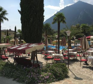 Restaurant vor dem Pool Hotel Caravel