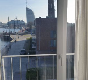 Blick zum Atlantic Hotel Sail City im-jaich boardinghouse bremerhaven